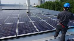 太陽光パネルに放熱コーティングし、発電量アップ!の画像
