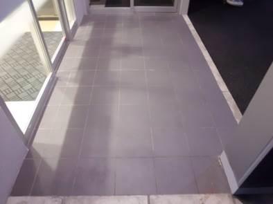 歩行頻度の高い床材も汚れを除去し、コーティングで美しさ長持ち  ~エデルステインコーティング~の画像