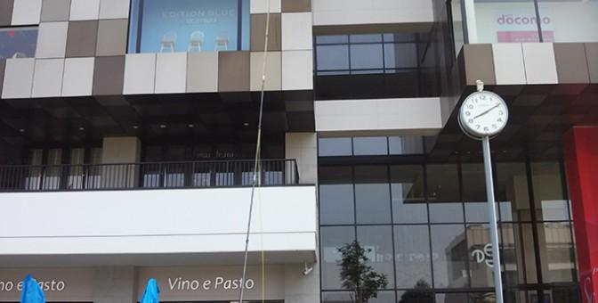 ピュアウォーター(純水)を使用したガラス窓清掃の画像
